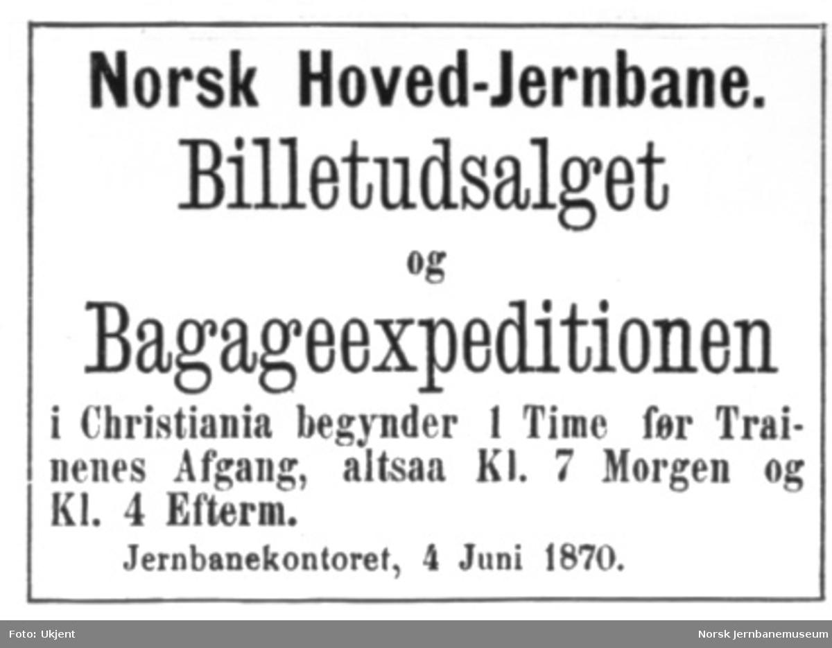 Foto av plakat om billettsalg Norsk Hoved-Jernbane