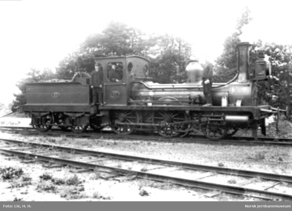 Damplokomotiv type 2a nr. 17 med personale