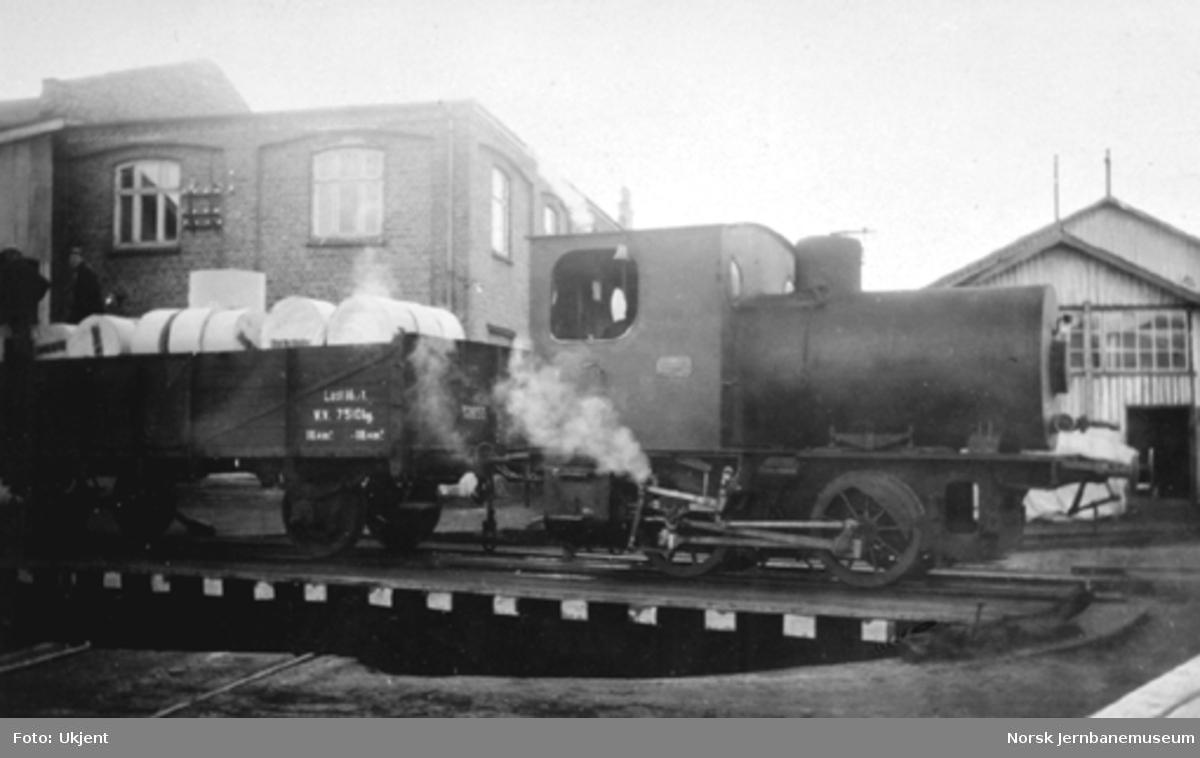 "Fyrløst damplokomotiv ""Geita"" tilhørende Drammenselvens Papirfabrikker (Union Co.) på Geithus"