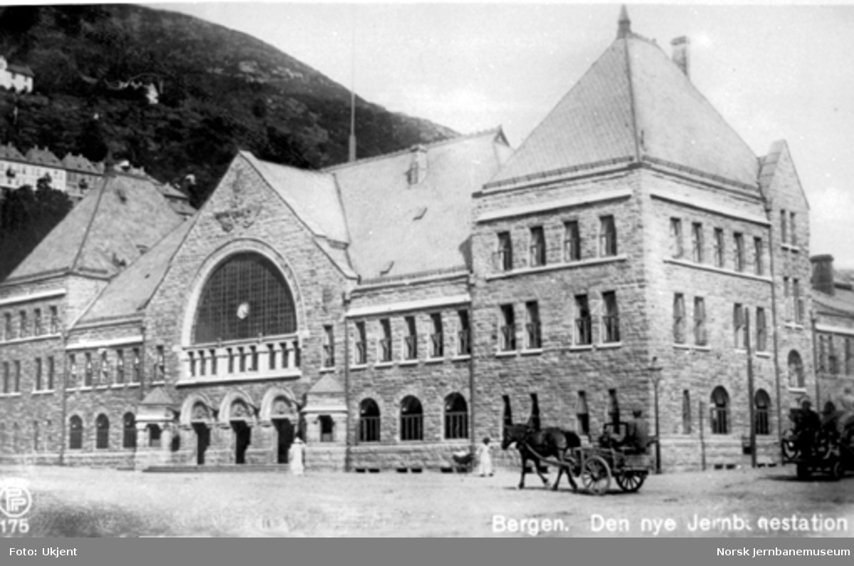 Bergen stasjonsbygning, sett fra bysiden