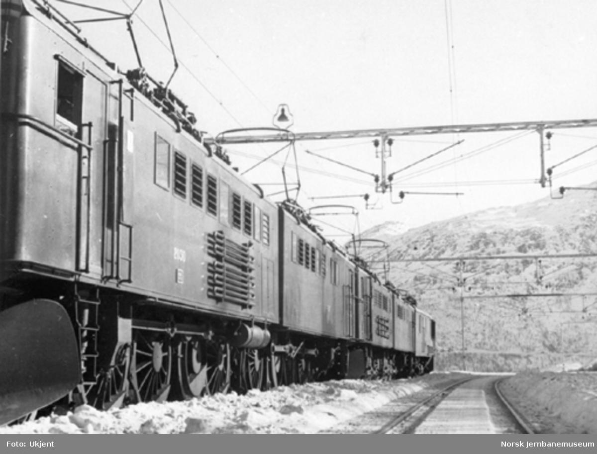 To sammenkoblede elektriske lokomotiver type El 3