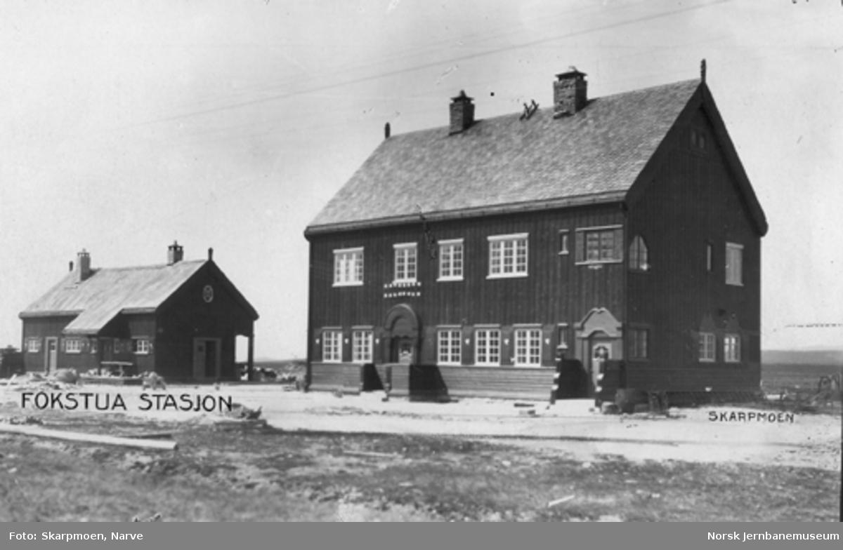 Fokstua stasjon : bygningene ferdige mens utearbeid gjenstår