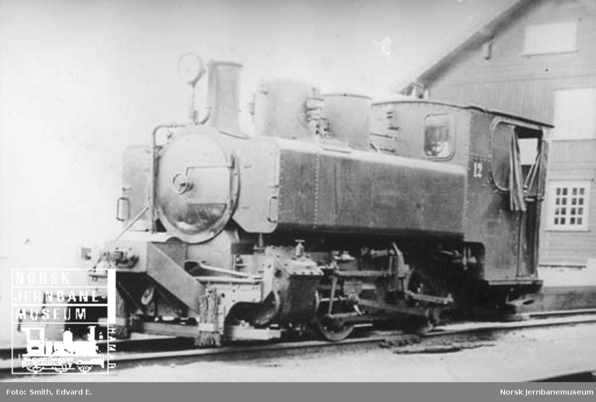 Thamshavnbanens damplokomotiv nr. 12 (fabrikat Corpet Louvet) Thamshavn stasjon