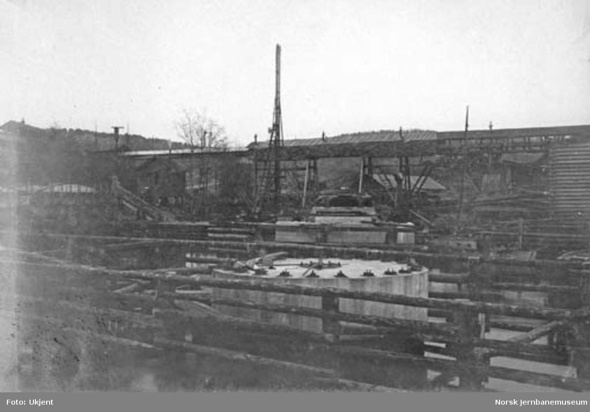Fundament for svingbru over Tista
