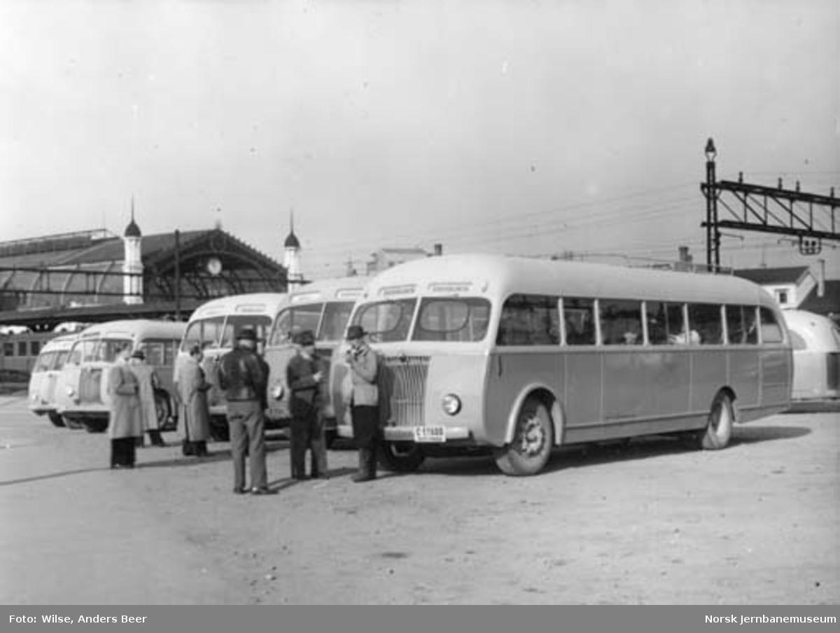 NSB Odal-Eidsvollrutas busser oppstilt på busstasjonen ved Oslo Ø