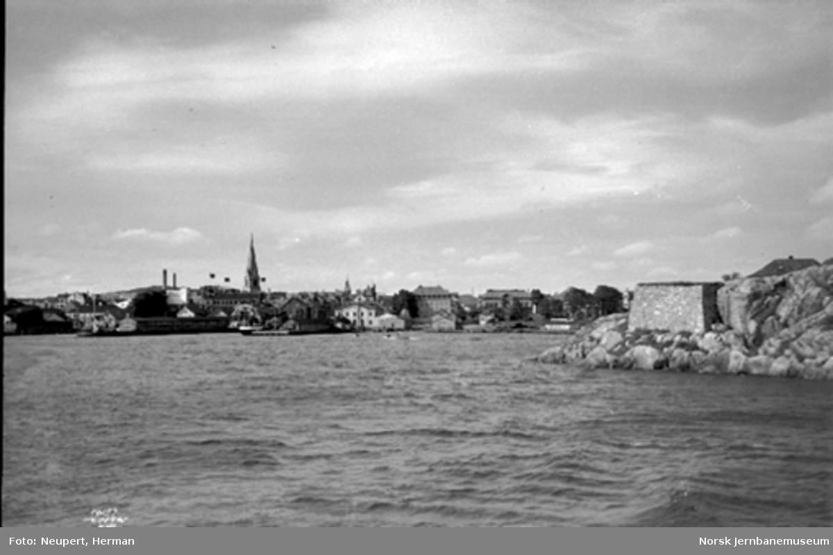 Kristiansand by fra sjøen