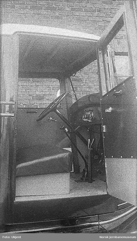 Chevrolet modell 1934 lastebil med interiørbilde fra førerhytta