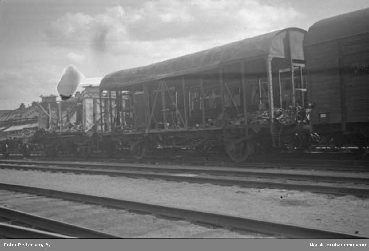 Godsvogn litra G4 med brent vognkasse, trolig etter ødeleggelsene på Dombås stasjon