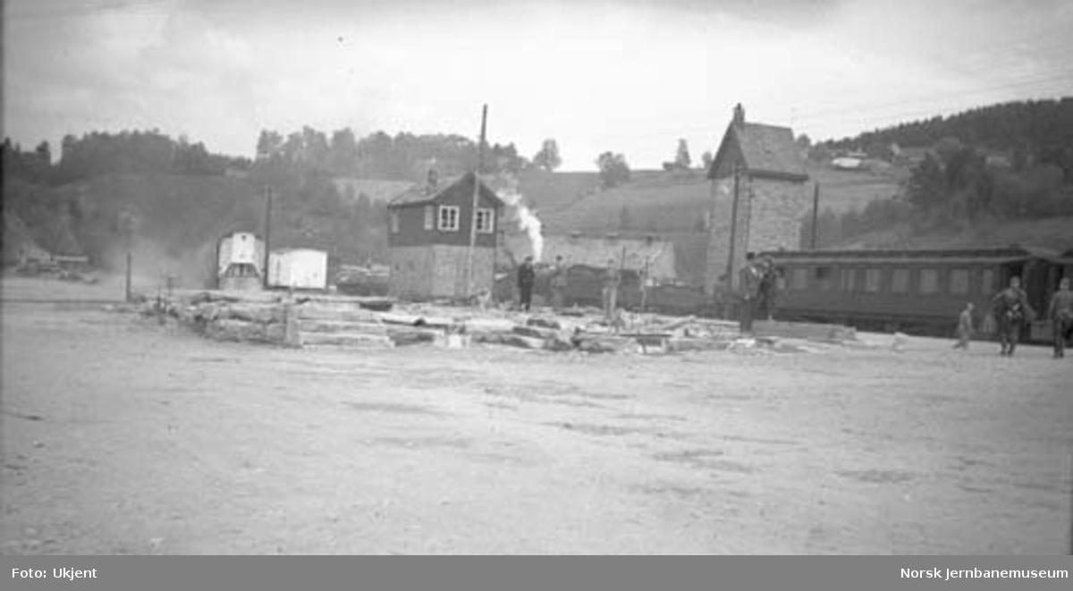 Dombås stasjon med nedbrent stasjonsbygning