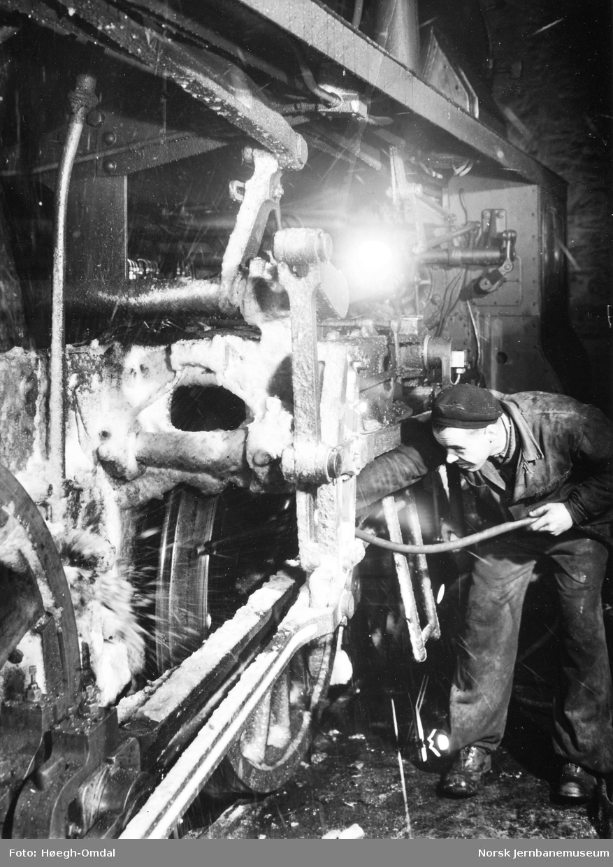 I full puss : smøring av et damplokomotiv