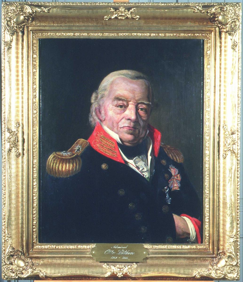 Portrett av Otto Lütken. Mørk uniform m/rød krave og epåletter i gull. Dannebrogsorden. Uniformen er dansk. Han har distinksjoner som viceadmiral, noe som tyder på at originalportrettet, som dette er en kopi av, ble malt en gang mellom 1815 og 1825.