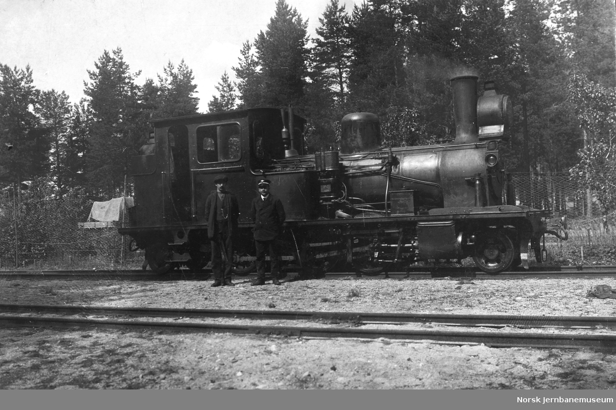 Setesdalsbanens damplokomotiv nr. 7 med lokomotivpersonale