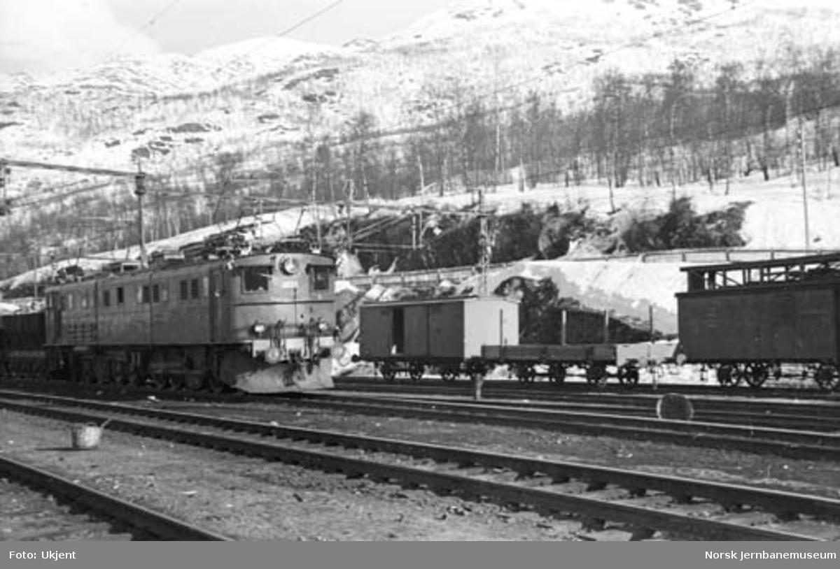 Narvik stasjon : stasjonstomta km 3,8 med malmtog