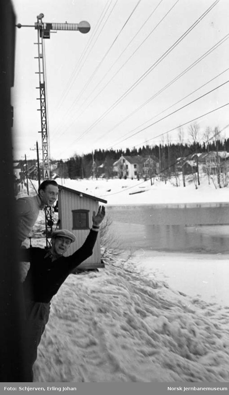 Semaforsignal innkjør Eina stasjon, sett fra toget