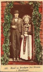 117. Brud og Brudgom fra Graven i Hardanger.