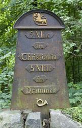 Milestolpe av jern, fra Buskerud, 1814-1844. Står nå på Nors