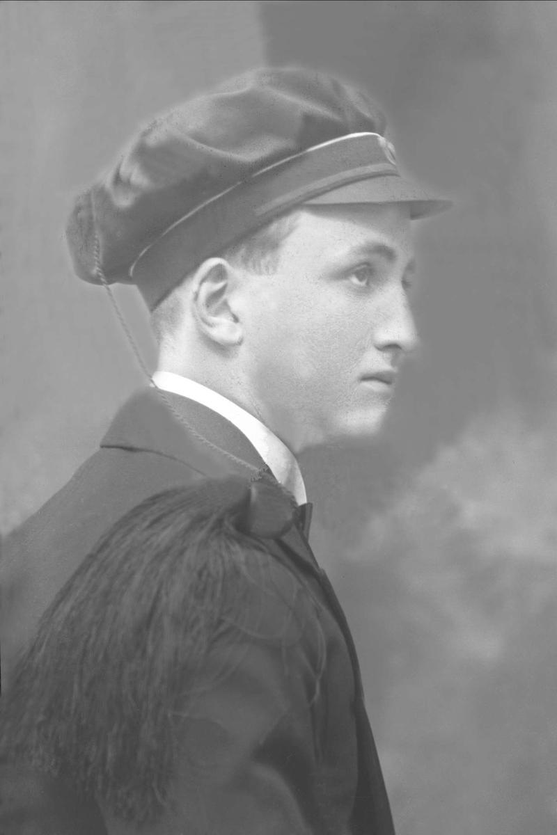 Portrett, mann med studentlue. Edgar Andersen.
