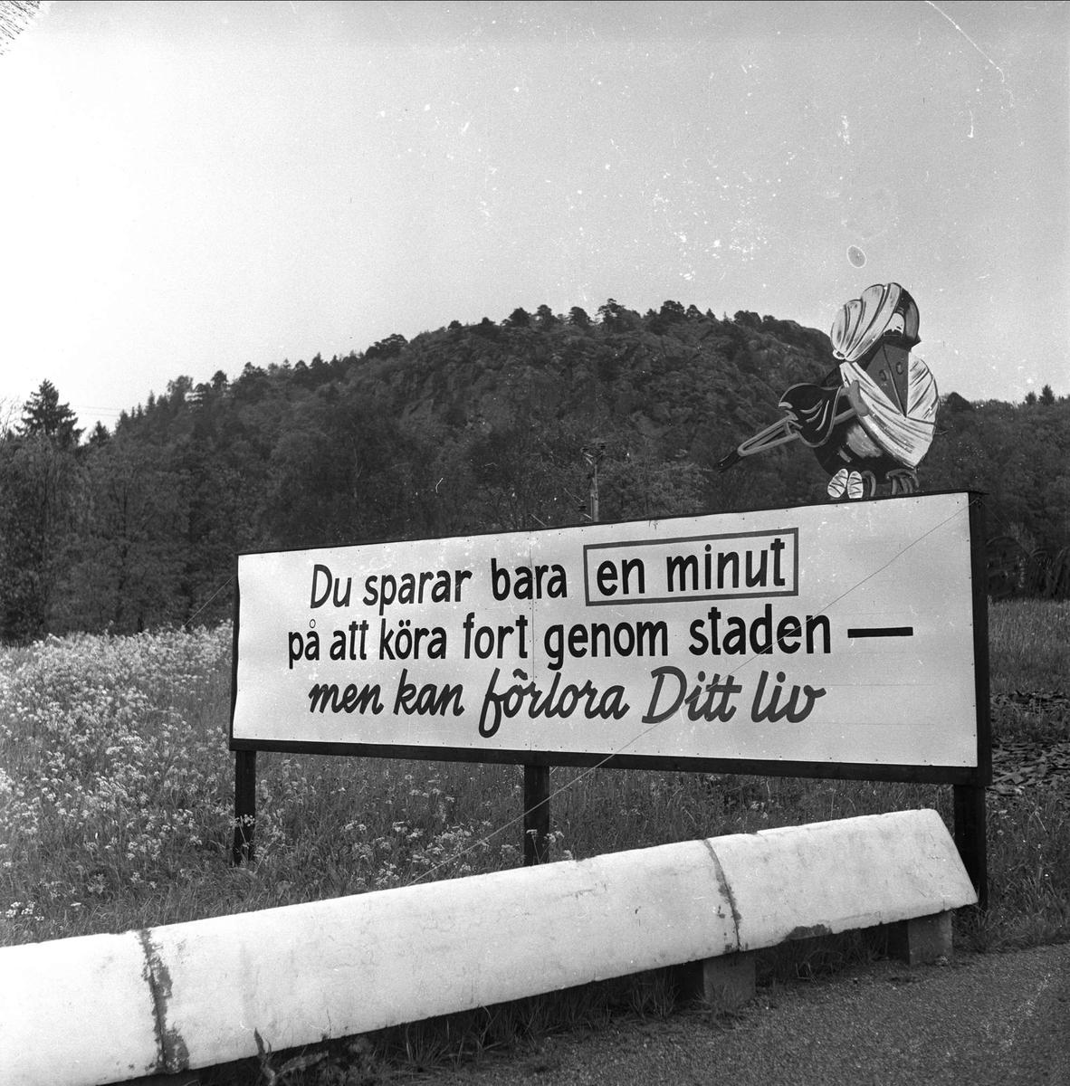 Trafikkskilter i Uddevalla. Mai 1952.