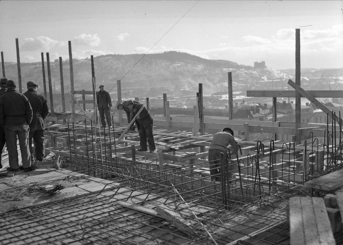 Hotell Viking, Oslo, mai 1957. Bygningsarbeidere.