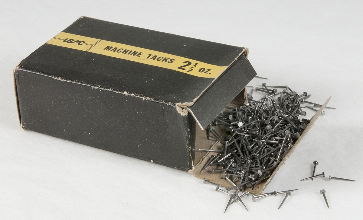 Förpackning till skopliggar i metall (UM19314a).