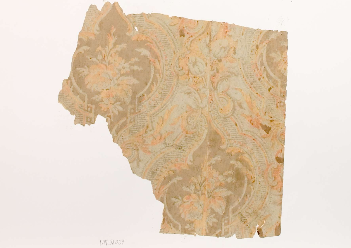 Tapetprov med tryckt mönster i ljust orange, grått och brunt.