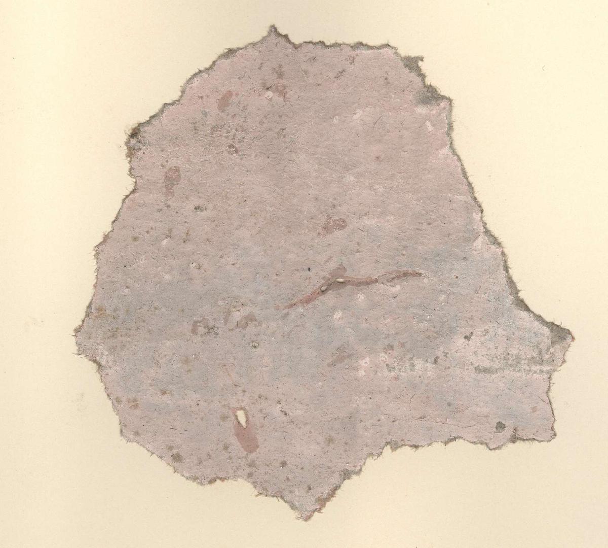 Fragment av tapet av papper, målat, marmorering i ljusrosa.
