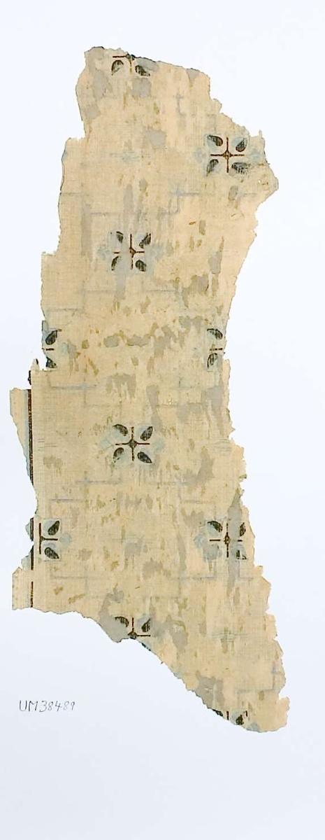 Tapetprov med tryckt mönster, blått, svart och beige. Kartongen är numrerad på baksidan: 160 3.