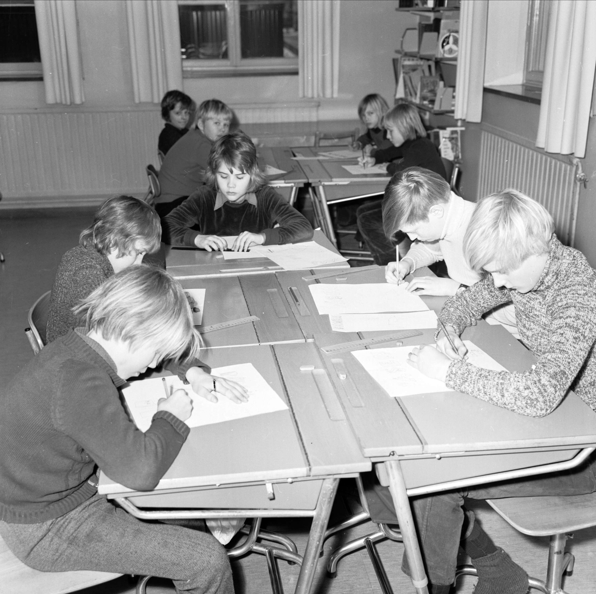"""""""Skräppåsar i Tierp"""", skolundervisning, Tierp, Uppland februari 1973"""