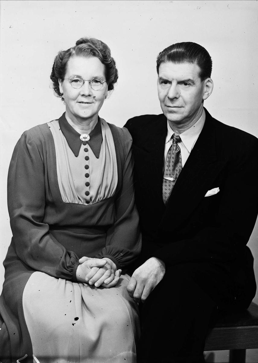 Ateljéporträtt - kvinna och man, P Johansson, Uppsala december 1948