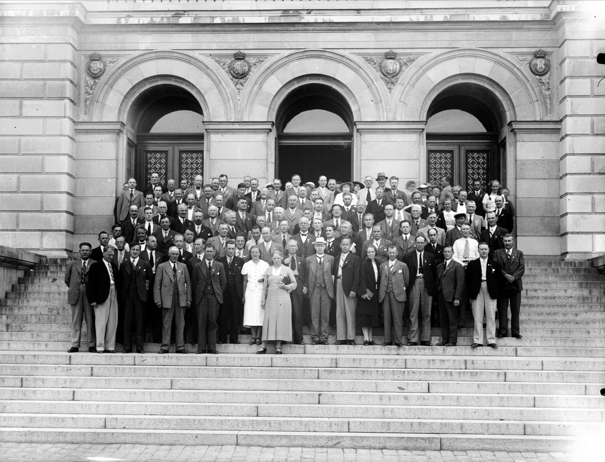 Grupp från IOGT:s storlogemöte på Universitetshusets trappa, Uppsala 1937