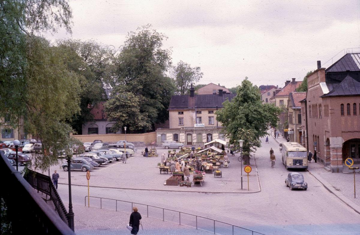 S:t Eriks torg och Saluhallen i Uppsala 1959