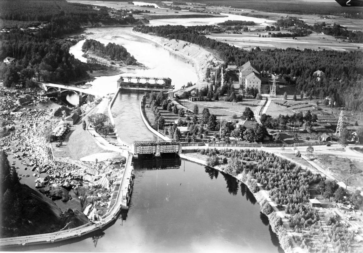 Flygfoto över Älvkarleby vattenkraftverk och Älvkarlebyfallen, Älvkarleby socken, Uppland 1936
