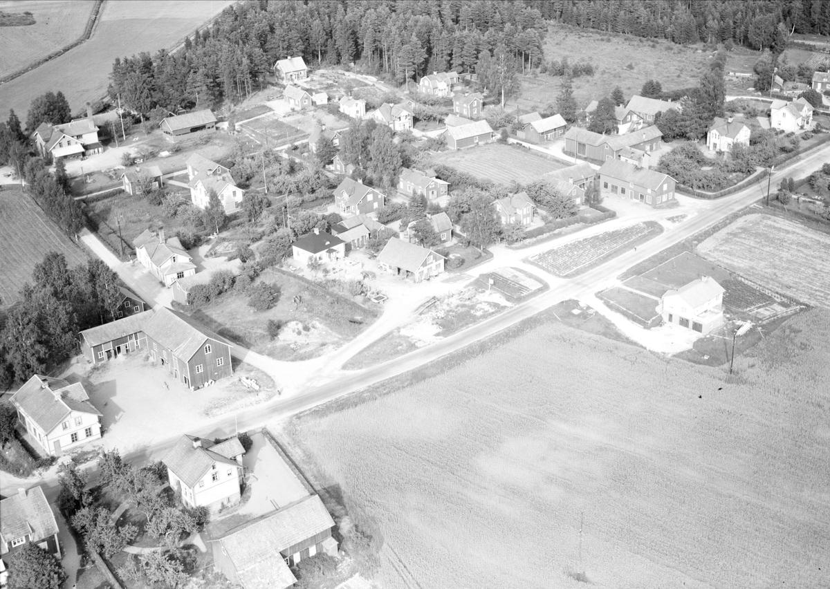 Flygfoto över Runhällen, Enåkers socken, Uppland år 1953