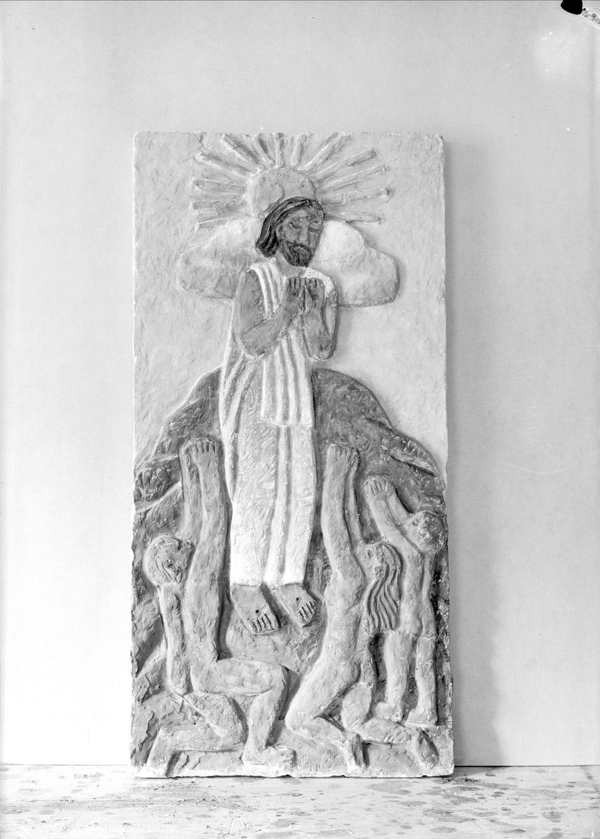 Reliefer tillverkade av konstnären Bror Hjorth, Uppsala 1940