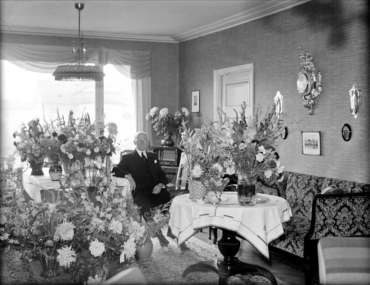 Födelsedagsporträtt - byggmästare Oskar Rosén 70 år, Uppsala 1944