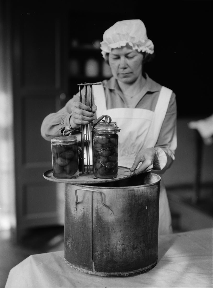 Inläggning och konservering av grönsaker, sannolikt Fackskolan för huslig ekonomi, Uppsala 1930-tal