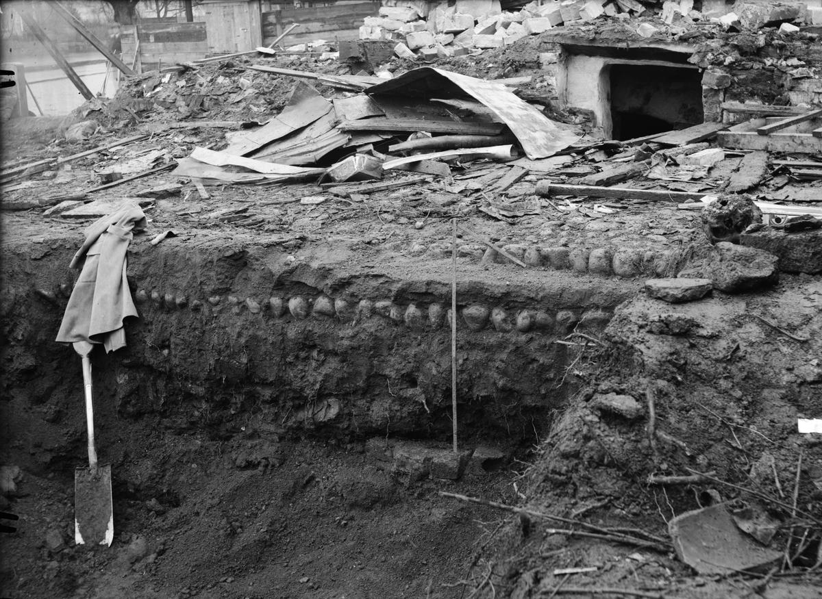 Arkeologisk undersökning, korsningen Klostergatan - Östra Ågatan, Uppsala november 1935