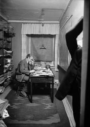 Helge Gad i Upsala Nya Tidnings lokaler i Oxenstiernska huse