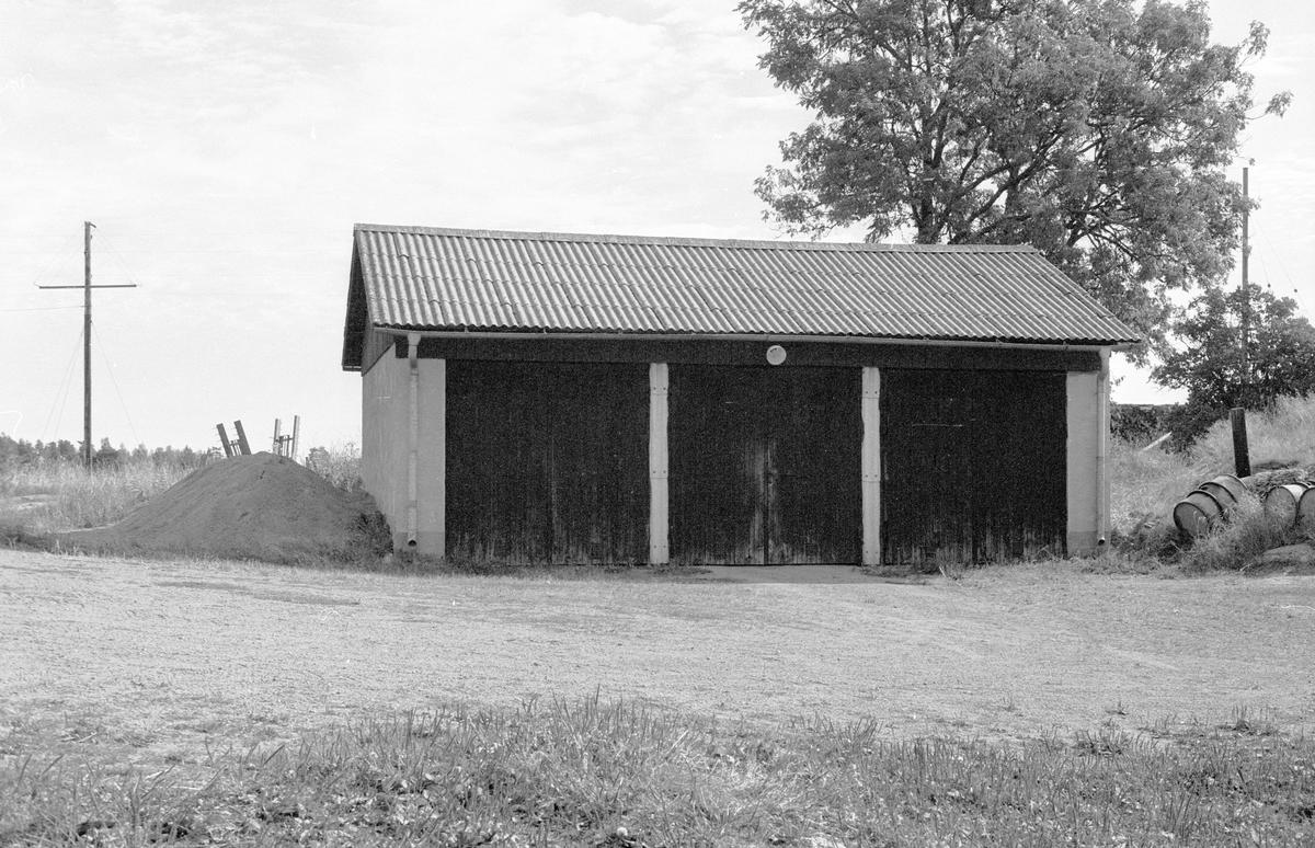 Garage, Bälinge-Tuna S:1, Tuna, Bälinge socken, Uppland 1983