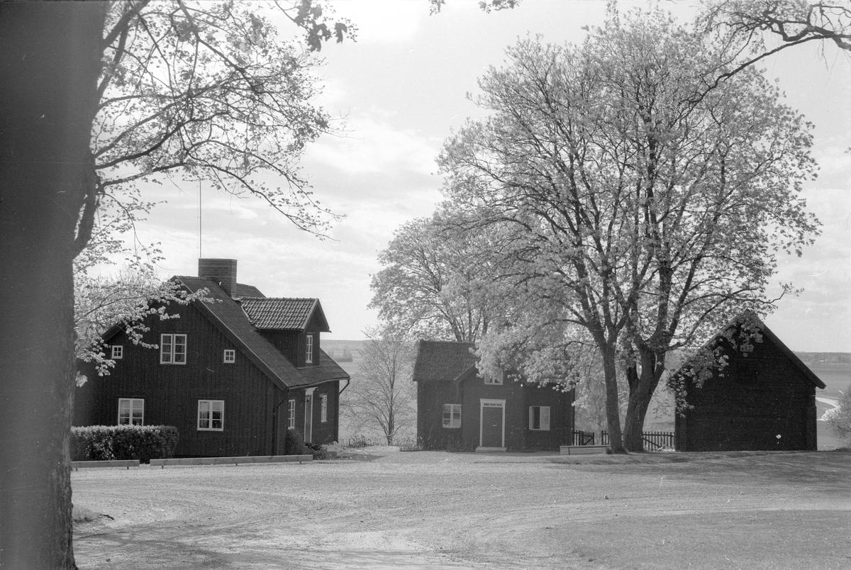 Vy över Klockarebol 1:2, Lenaberg, Lena socken, Uppland 1977