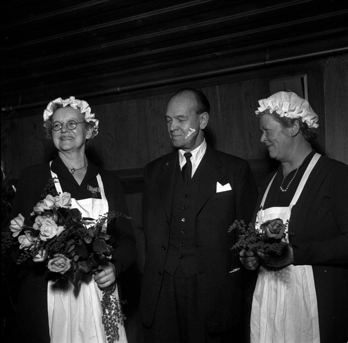 Avslutning på Kumlans Lanthushållsskola, Tensta socken, Uppland 1952
