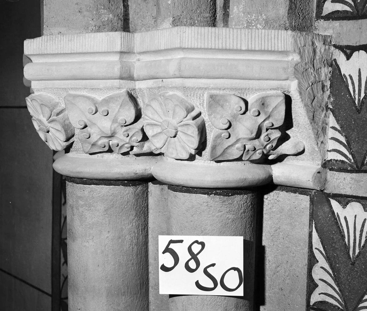 Kapitäl i Uppsala domkyrka, travénummer 58SO