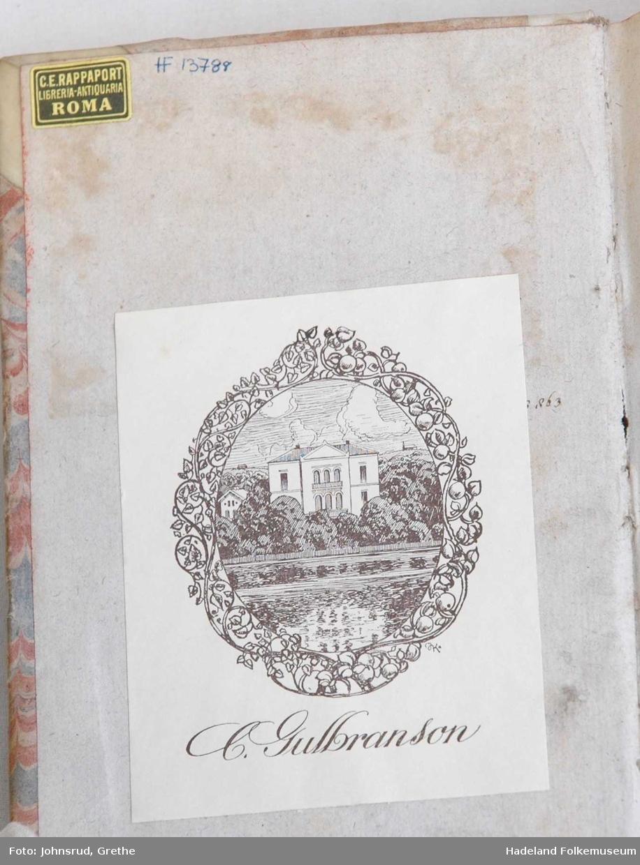 Rygg i glanset kartong, permer i  marmorert papp, mange flotte illustrasjoner