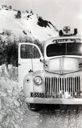 Sykebil fra Mandal. Sjåfør var Hermann Hægland fra Konsmo.