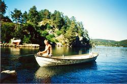 Leif Steinar Lian på fisketur i sjøen.