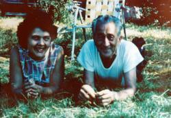 Astri Hårtveit med onkel Ola i USA.