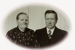 Portrett av ekteparet Regine og Knut Valand. Audnedal.