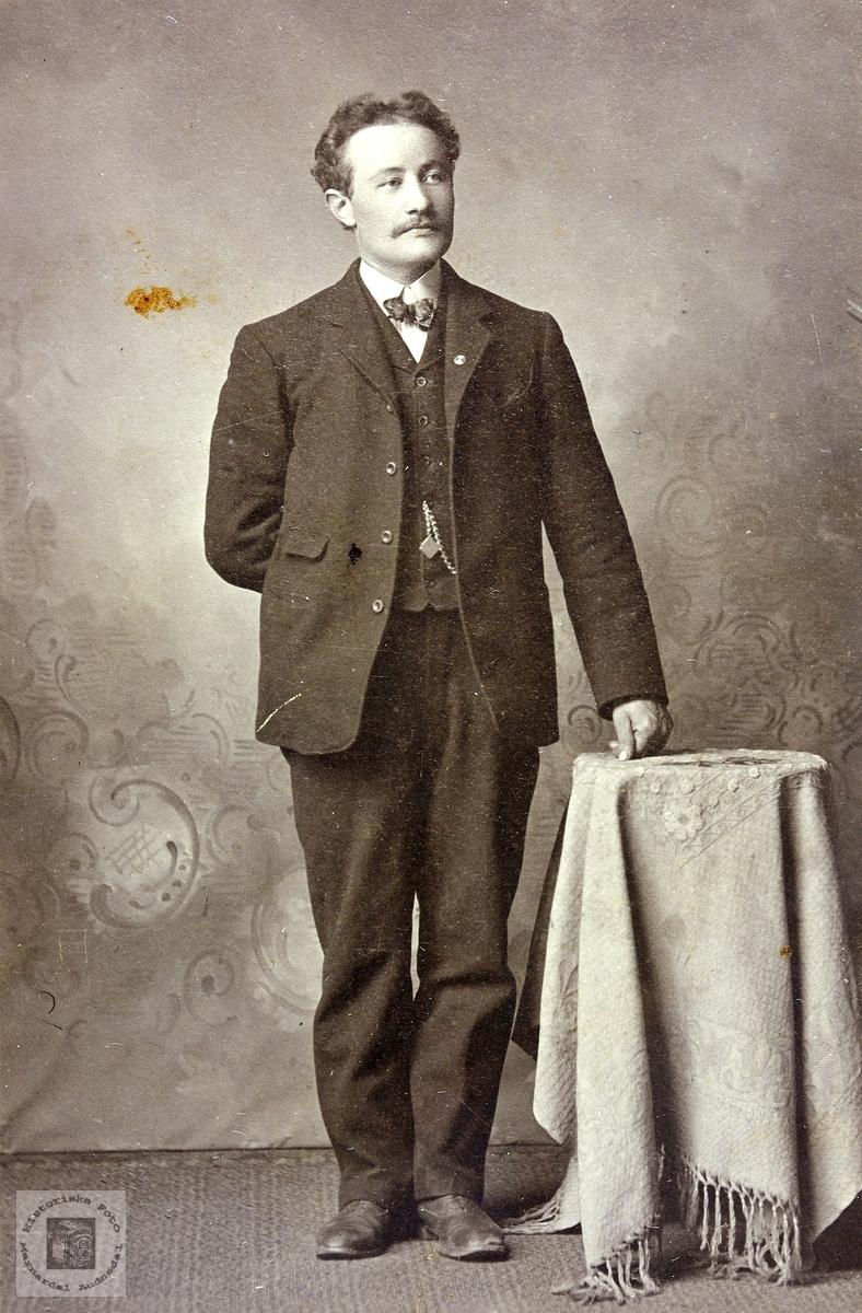 Portrett av Ola Mortenson Kvåle. Eiken Grindheim.