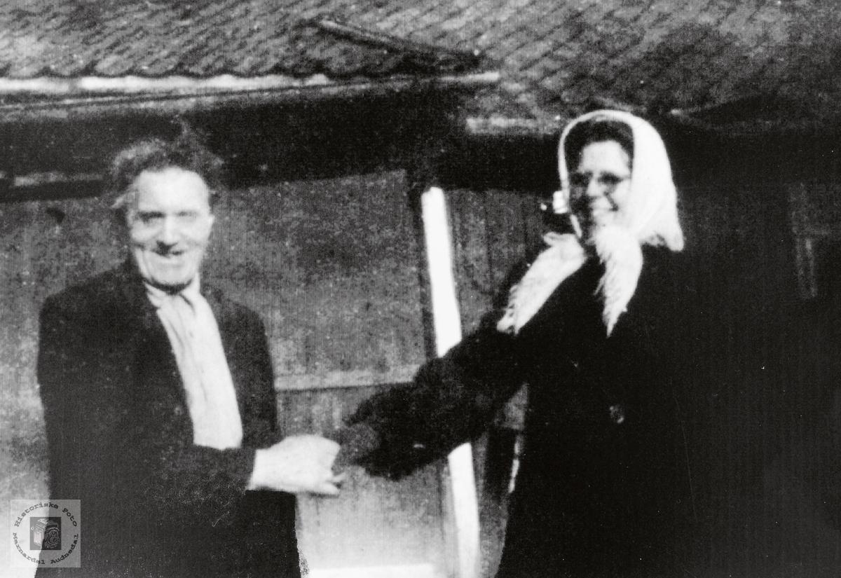 Søster Asta hilser på Torkel Konsmo.