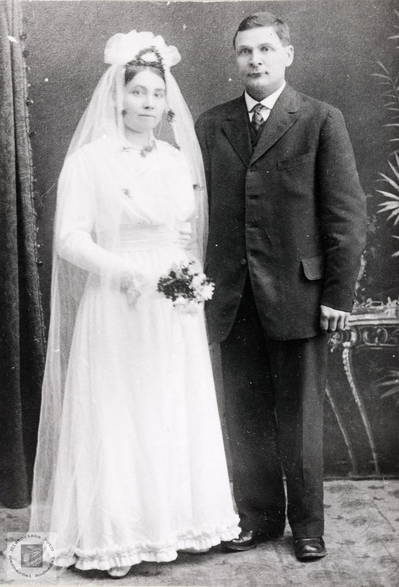 Portrett av brudeparet Torborg og Kristen Helle. Konsmo.